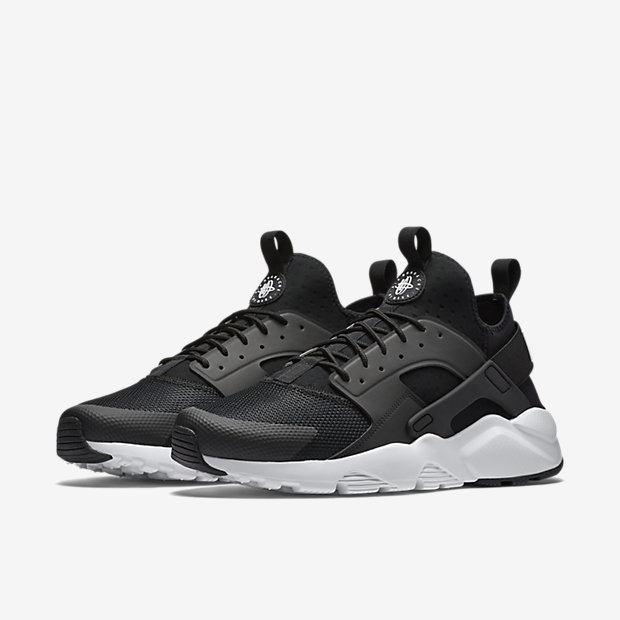 buy online 1e036 e9632 Nike Huaraches Now Available At Life Style Sports