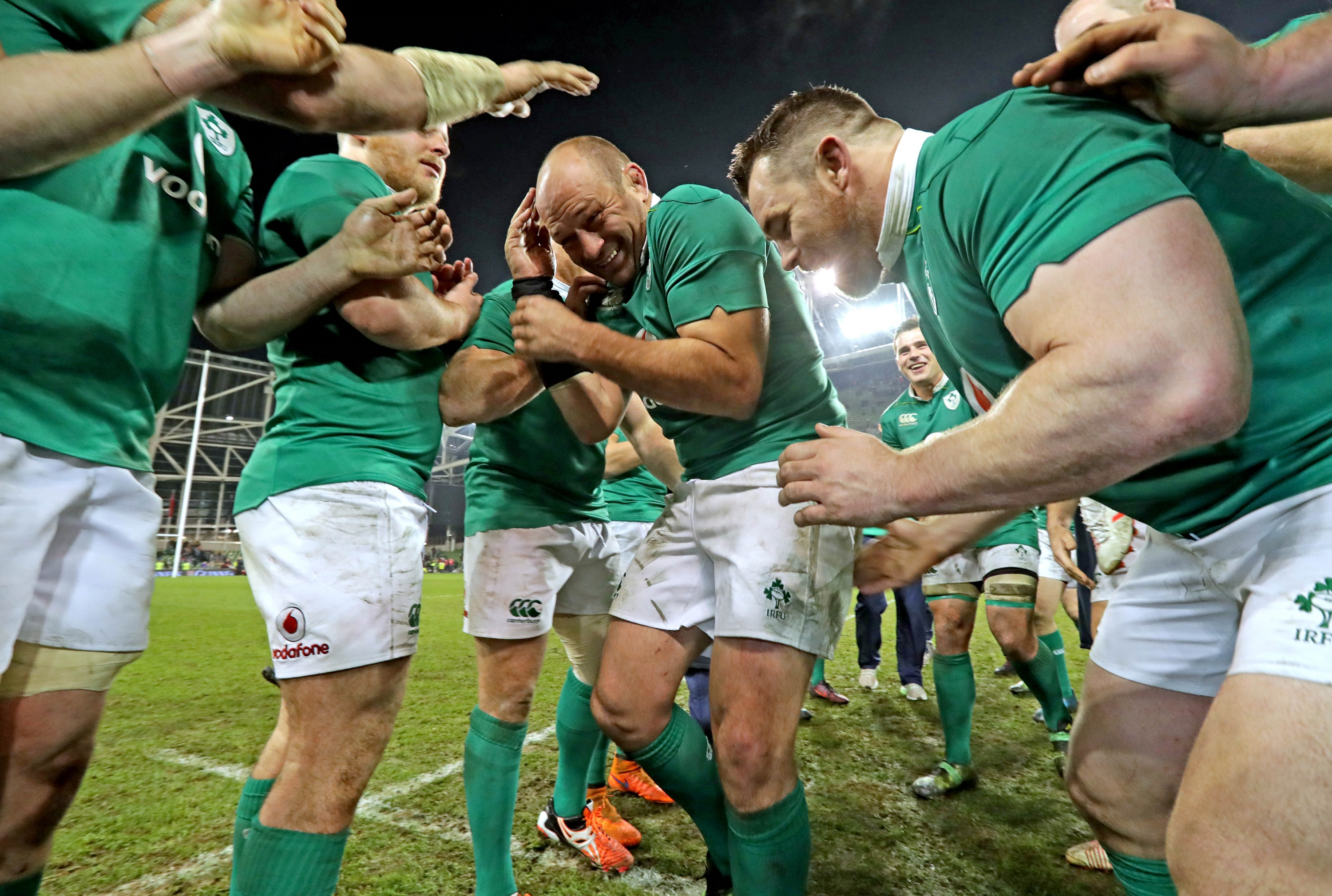 Rory Best is congratulated by teammates after the game 26/11/2016
