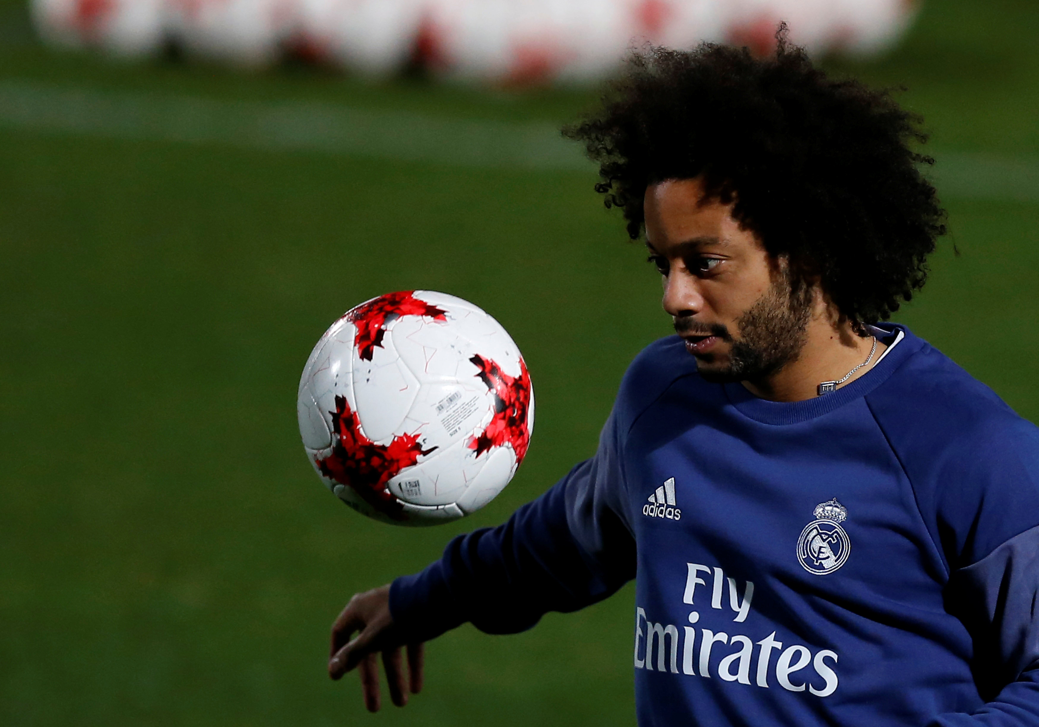 Is Marcelo better than Roberto Carlos