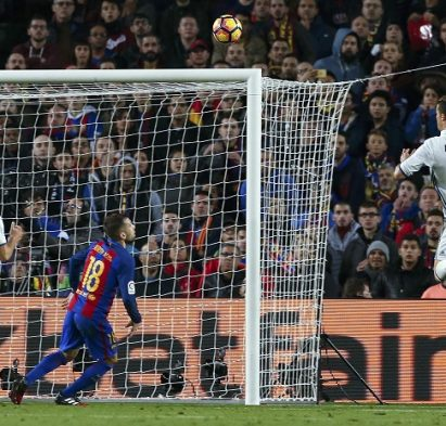 "Football Soccer - Barcelona v Real Madrid - Spanish La Liga Santander- Nou Camp Stadium, Barcelona, Spain - 3/12/16. Real Madrid's Cristiano Ronaldo heads towards the goal during the ""Clasico"".     REUTERS/Albert Gea"