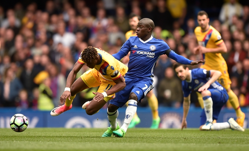 """Britain Soccer Football - Chelsea v Crystal Palace - Premier League - Stamford Bridge - 1/4/17 Chelsea's N'Golo Kante in action with Crystal Palace's Wilfried Zaha Reuters / Hannah McKay Livepic EDITORIAL USE ONLY. No use with unauthorized audio, video, data, fixture lists, club/league logos or """"live"""" services. Online in-match use limited to 45 images, no video emulation. No use in betting, games or single club/league/player publications. Please contact your account representative for further details."""
