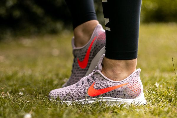 female nike pegasus running shoes